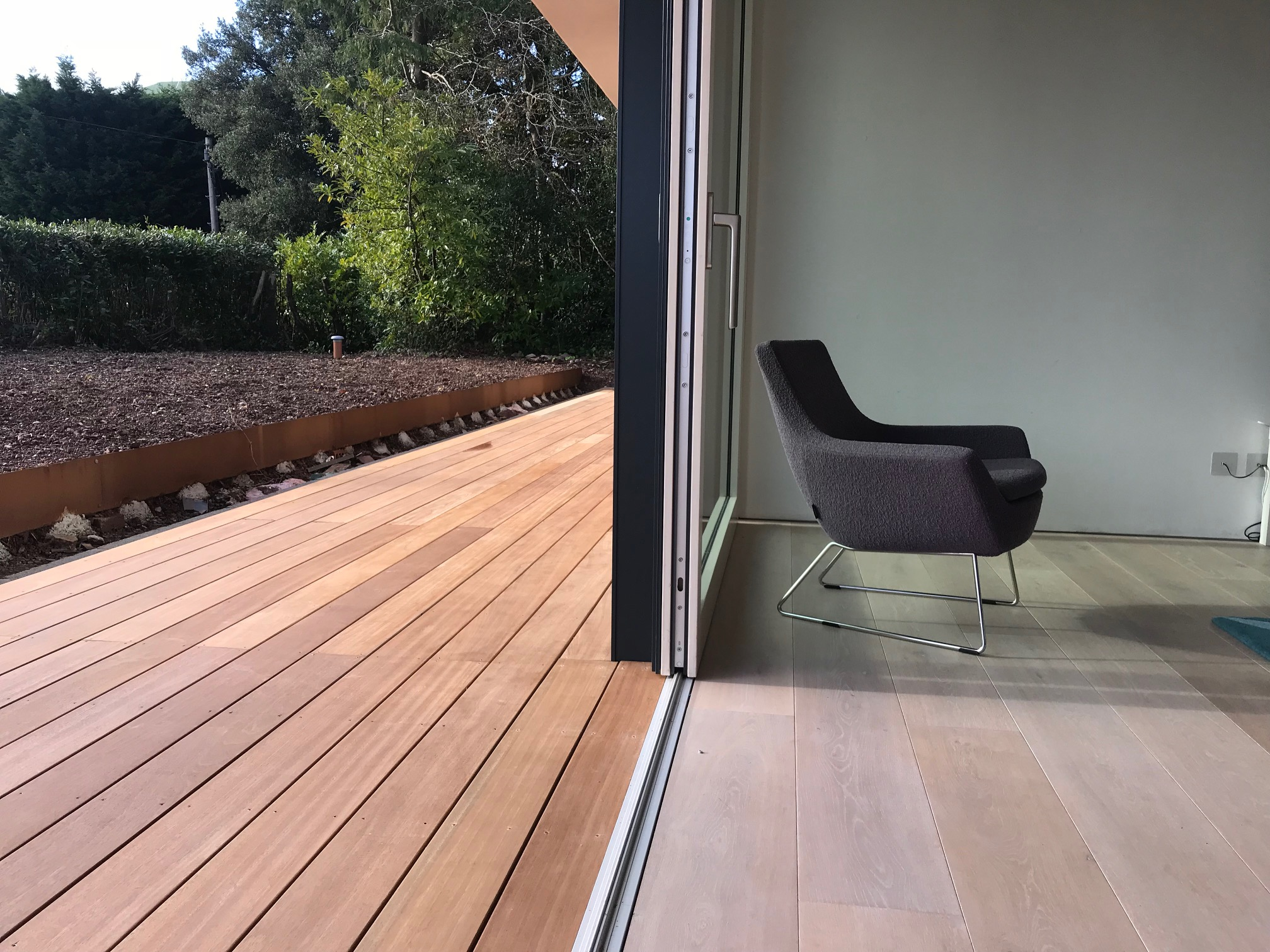 Level threshold to decking